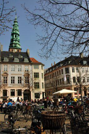 Hvis ikke, så er du nok også gået glip af deres helt fantastiske ejendomsservice, som de tilbyder i København og på Amager.